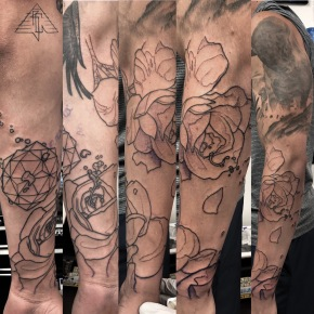 Roses and geo-forms, joining healed upper sleeve